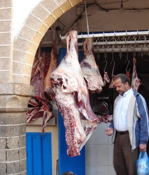 carne exposta temperatura ambiente em um marcado da áfrica