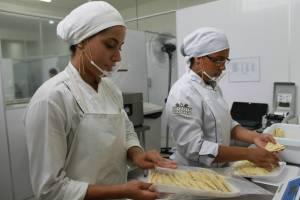 featured image Máscara de acrílico como protetor salivar na indústria de alimentos – uma opção?