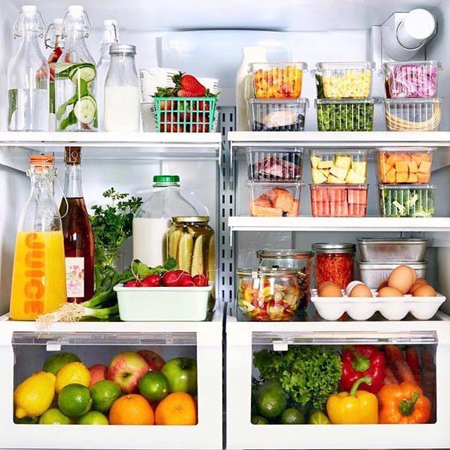featured image Posso guardar alimentos quentes na geladeira?