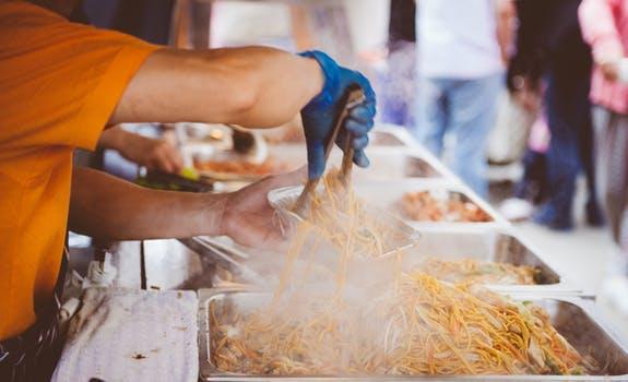 featured image Especialistas contam o que não comem fora de casa